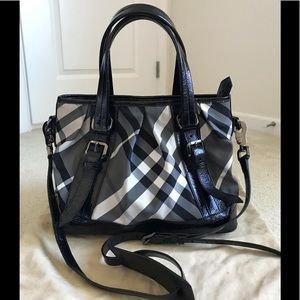 Euc Burberry Victoria beat check tote